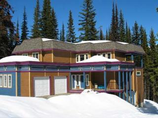 Superb Knoll Location-Executive 3 Bedroom plus Den - Silver Star Mountain vacation rentals