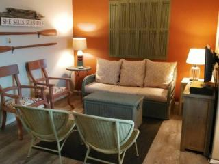 Nice Condo with Central Heating and Balcony - Seaside vacation rentals