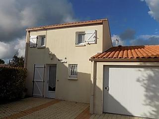 Nice 3 bedroom House in Breuillet - Breuillet vacation rentals