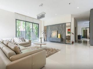 Modern studio room max 4 pax EZS-8 - Singapore vacation rentals
