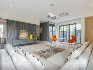 Modern studio room max 3 pax EZS-2 - Singapore vacation rentals
