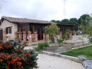 4 Bedroom Sicilian Villa with private pool - Syracuse vacation rentals