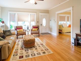 Charming & Comfortable Bungalow-Cultural District - Fort Worth vacation rentals