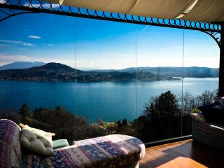 Superb View of Lake & Castle. - Arona vacation rentals