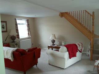 Beautiful Condo with Internet Access and Central Heating - Peppard Common vacation rentals
