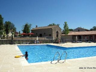 Apartment de Jouarres 3 - Azille vacation rentals