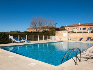 Aix en Provence Charming Loft Apartment with Tennis Court and Pool - Aix-en-Provence vacation rentals