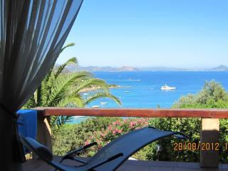 Bright 2 bedroom San Teodoro Villa with A/C - San Teodoro vacation rentals