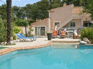 Spacious flat near Aix with pool, WiFi - Velaux vacation rentals