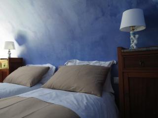 CASA D'ARIA - APPARTAMENTO BLU - Catania vacation rentals