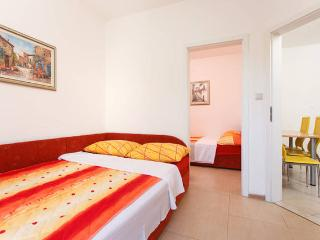2 bedroom Apartment with Internet Access in Arbanija - Arbanija vacation rentals