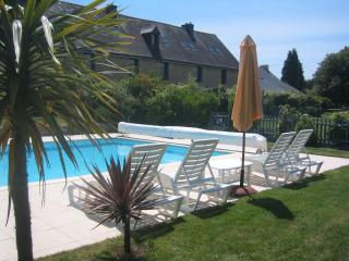 Keranmeriet Gites in 100 acres, beach 15 mins , heated Pool, near Pont Aven - Melgven vacation rentals
