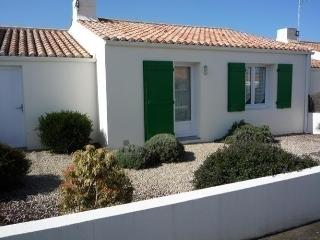 Cozy 2 bedroom House in Chateau-d'Olonne with Dishwasher - Chateau-d'Olonne vacation rentals