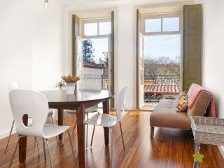 Egg Nuts APT - Historic Center - Porto vacation rentals