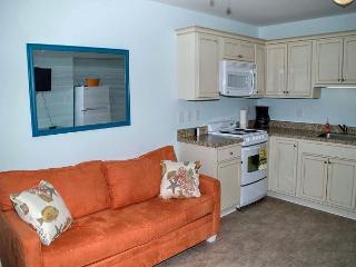 Oceanside, remodeled, one bedroom efficiency w/beach access and pool! - Atlantic Beach vacation rentals