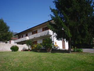 Casa immersa nel verde con splendida vista - Camaiore vacation rentals