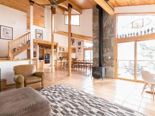 Luxurious ski chalet, with private hot tub & mountain access - Alpine Meadows vacation rentals
