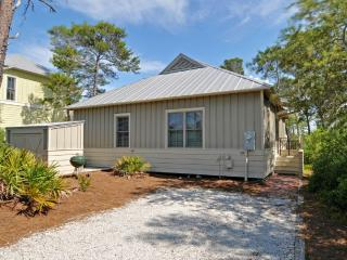 Beautiful Cottage-4 min walk to Beach! From $105pn - Seaside vacation rentals