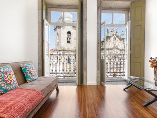 Charming Condo with Internet Access and Short Breaks Allowed - Porto vacation rentals