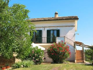 Nice House with Internet Access and Shared Outdoor Pool - Collecorvino vacation rentals