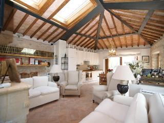 """""""La Torretta"""" - accanto al Castello di Alviano - Alviano vacation rentals"""