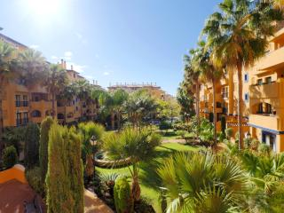 Garden, pool and sunny terrace: Los Naranjos - San Pedro de Alcantara vacation rentals