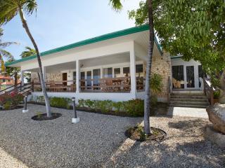 Comfortable oceanfront villa,2 min walk from beach - Malmok Beach vacation rentals