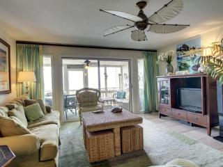 Perfect 3 bedroom Isle of Palms Villa with Deck - Isle of Palms vacation rentals