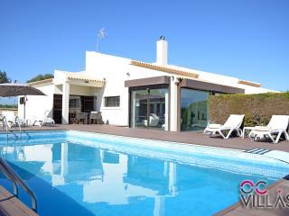 Quinta dos Loendros V4 Moradia de alta qualidade com piscina privada - Albufeira vacation rentals
