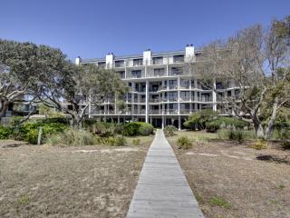 Perfect 3 bedroom Isle of Palms Condo with Deck - Isle of Palms vacation rentals