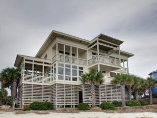 Gorgeous 4 bedroom House in Sullivan's Island with Deck - Sullivan's Island vacation rentals