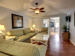 Bright 3 bedroom Isle of Palms Cottage with Deck - Isle of Palms vacation rentals