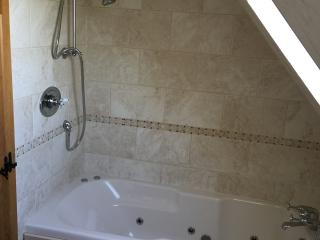 3 bedroom House with Parking in Newington - Newington vacation rentals