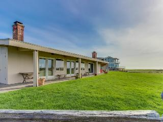 Retro, oceanfront condo w/ serene views, easy beach access - Gearhart vacation rentals