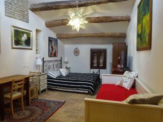 Suite Piero della Francesca con cucina  en suite - Urbino vacation rentals