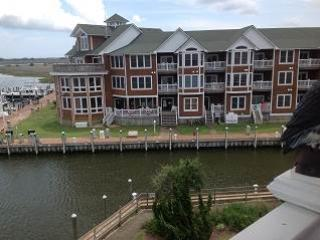 SBC606 - LAVISH WATERFRONT CONDO - Manteo vacation rentals