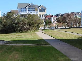 Nice Villa with Internet Access and Shared Outdoor Pool - Manteo vacation rentals