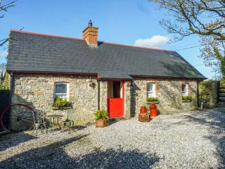GEOGHEGANS COTTAGE, stone-built, detached, four poster, solid fuel stove, in Clough, Abbeyleix, Ref 929822 - Abbeyleix vacation rentals