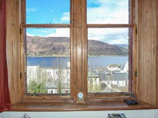 11 SEAVIEW TERRACE, apartment with loch views, cosy accommodation, close amenities in Fort William Ref 933587 - Fort William vacation rentals