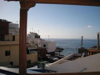 Sunny  one bedroom apartment in La Caleta. - La Caleta vacation rentals