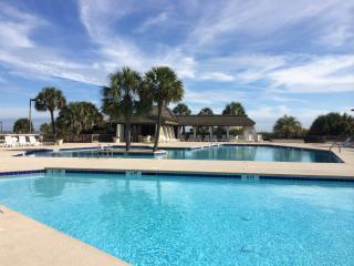 Oceanfront luxury 3 bedroom/2bath condo - Pawleys Island vacation rentals