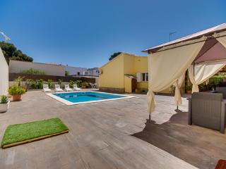 3 bedroom Villa with Internet Access in Cala Ratjada - Cala Ratjada vacation rentals