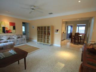 3 Bed 2 Bath Walk to Arlington Park - Sarasota vacation rentals