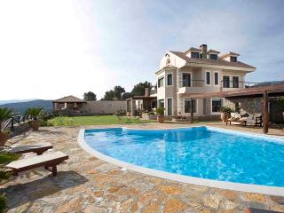Spacious 5 bedroom Villa in Agios Nikolaos with Internet Access - Agios Nikolaos vacation rentals