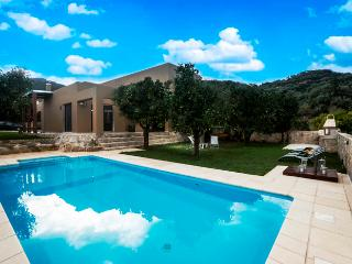 Perfect 3 bedroom Platanias Villa with Safe - Platanias vacation rentals