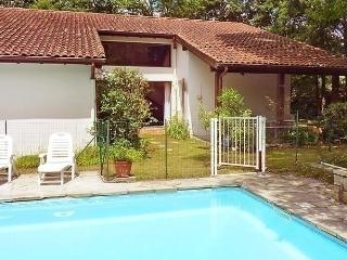 Nice House with Dishwasher and Short Breaks Allowed - Espelette vacation rentals