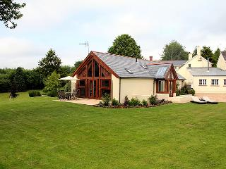 6 bedroom Cottage with Internet Access in Cheriton Fitzpaine - Cheriton Fitzpaine vacation rentals
