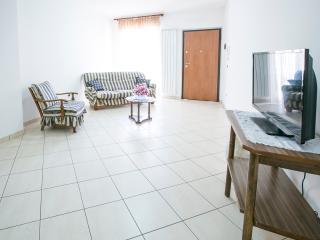 Agenzia Pineto Vacanza Appartamento Leopardi - Pineto vacation rentals