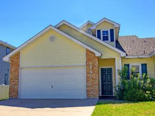 Super cute 3 bed 2 bath condo in the heart of Port Aransas - Port Aransas vacation rentals