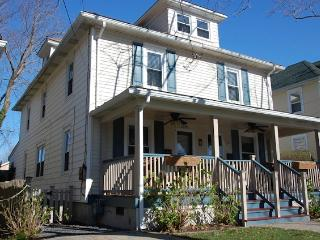 Cozy 3 bedroom Cape May House with Deck - Cape May vacation rentals